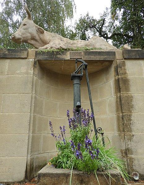 Photo du Monument Historique Fontaine dite de la Vache situé à Villotte-devant-Louppy
