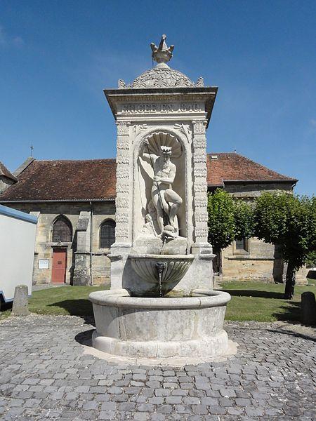 Photo du Monument Historique Fontaine située au sud de l'église situé à Andernay