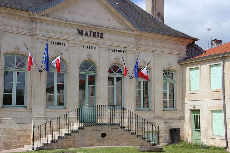 Photo du Monument Historique Ancien château du Tertre situé à Tronville-en-Barrois