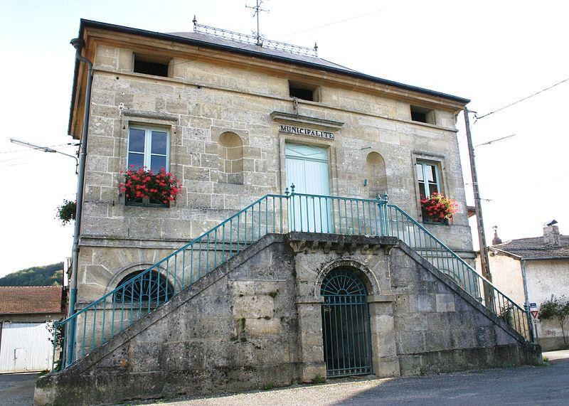 Photo du Monument Historique Mairie-lavoir situé à Mont-devant-Sassey