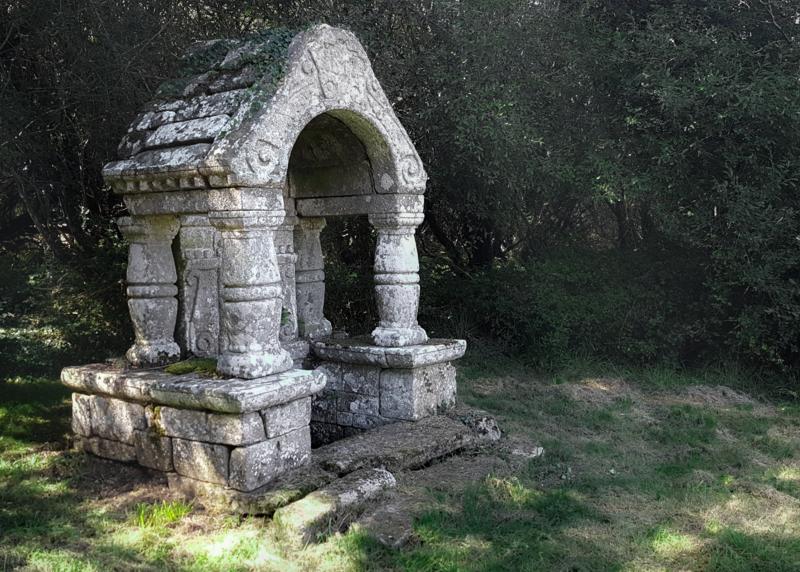 Photo du Monument Historique Fontaine Sainte-Julitte situé à Ambon