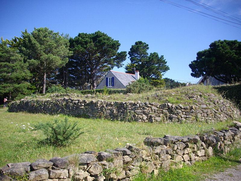 Photo du Monument Historique Dolmen sous cairn dit de la pointe de Bilgroix situé à Arzon