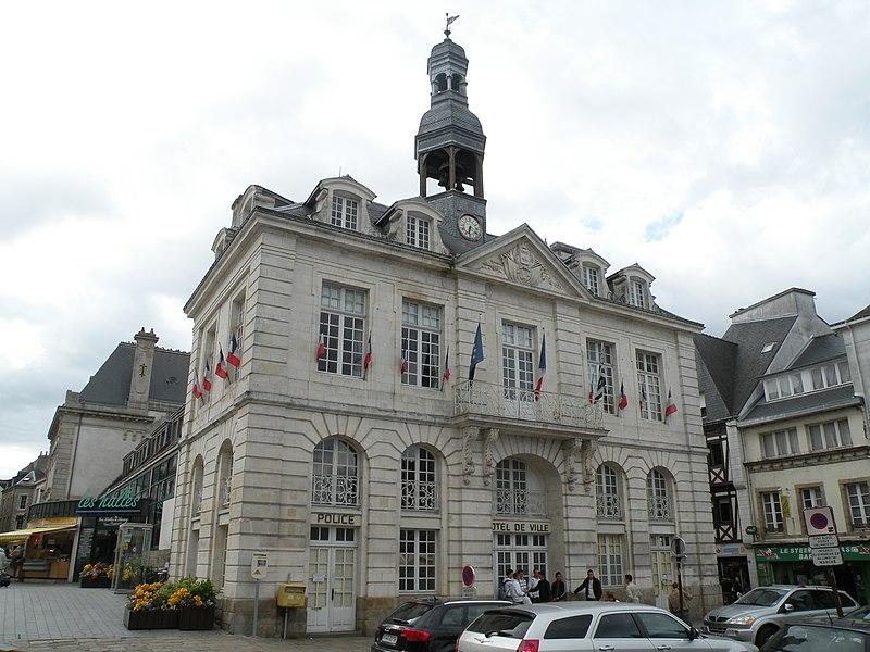 Photo du Monument Historique Hôtel de ville situé à Auray