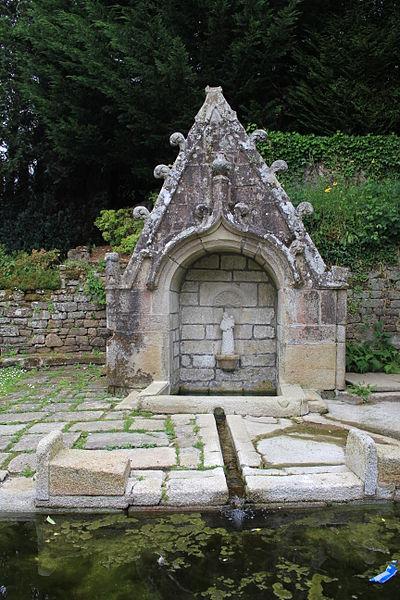 Photo du Monument Historique Fontaine de la Clarté situé à Baud