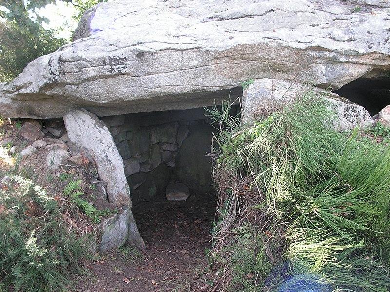 Photo du Monument Historique Dolmen situé à Belz
