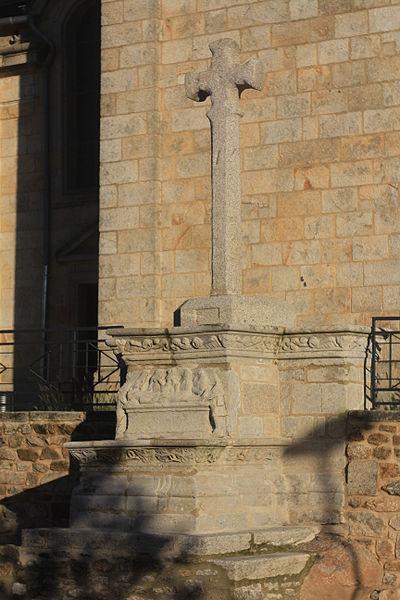 Photo du Monument Historique Croix du bourg situé à Bignan