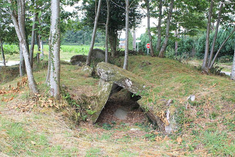 Photo du Monument Historique Allée couverte de Lann-et-Vein situé à Camors
