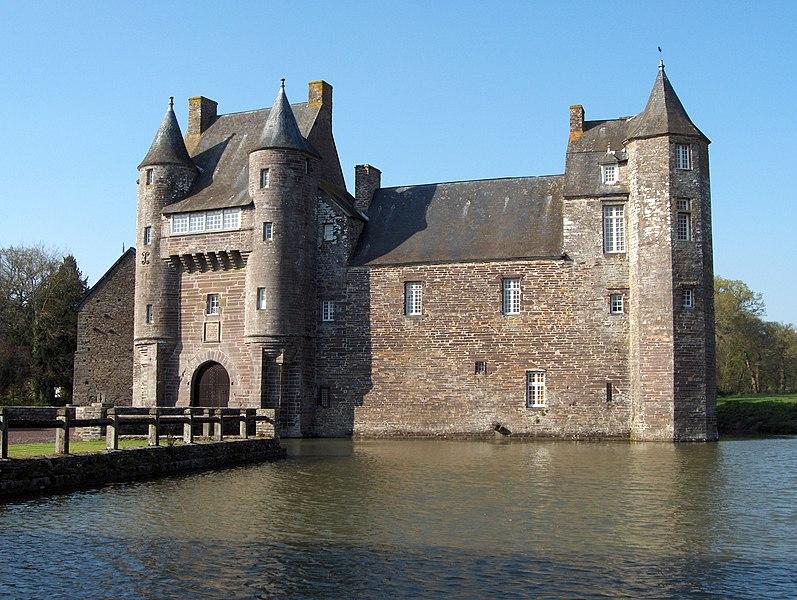 Photo du Monument Historique Domaine du Château de Trécesson situé à Campénéac