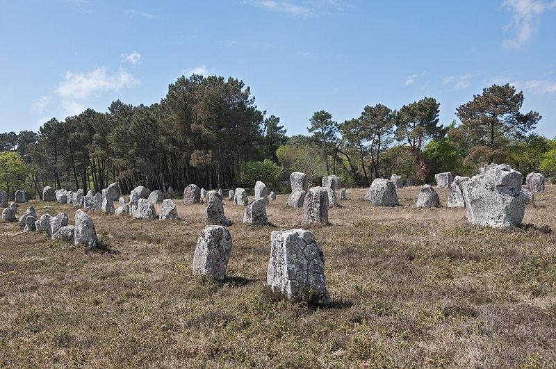Photo du Monument Historique Alignement et dolmen de Kerlescan situé à Carnac