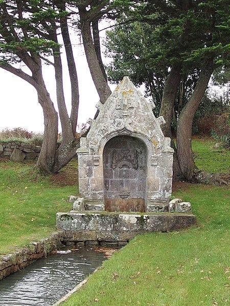 Photo du Monument Historique Fontaine Saint-Colomban situé à Carnac
