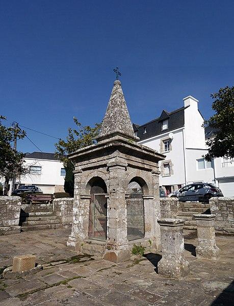 Photo du Monument Historique Fontaine Saint-Cornély situé à Carnac