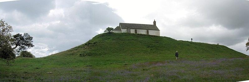 Photo du Monument Historique Tumulus-dolmen du Mont-Saint-Michel situé à Carnac