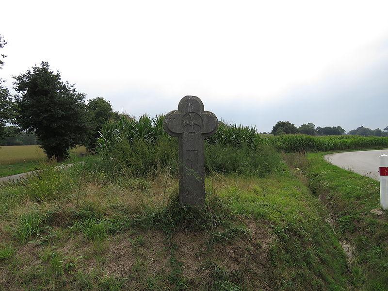 Photo du Monument Historique Croix Boucher situé à Caro