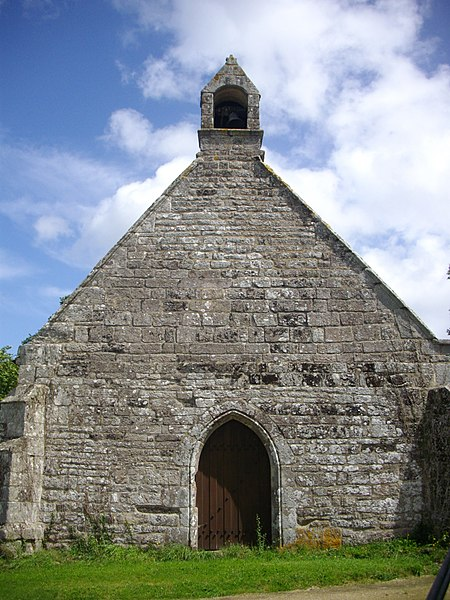 Photo du Monument Historique Chapelle Saint-Clément et croix monolithe sur le placître situé à Elven