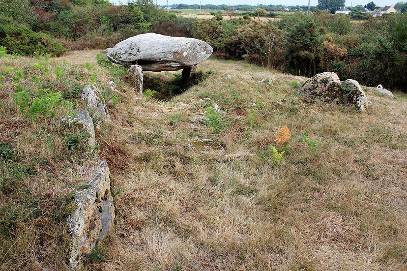 Photo du Monument Historique Tumulus avec deux dolmens à galerie de Run-er-Sinzen situé à Erdeven