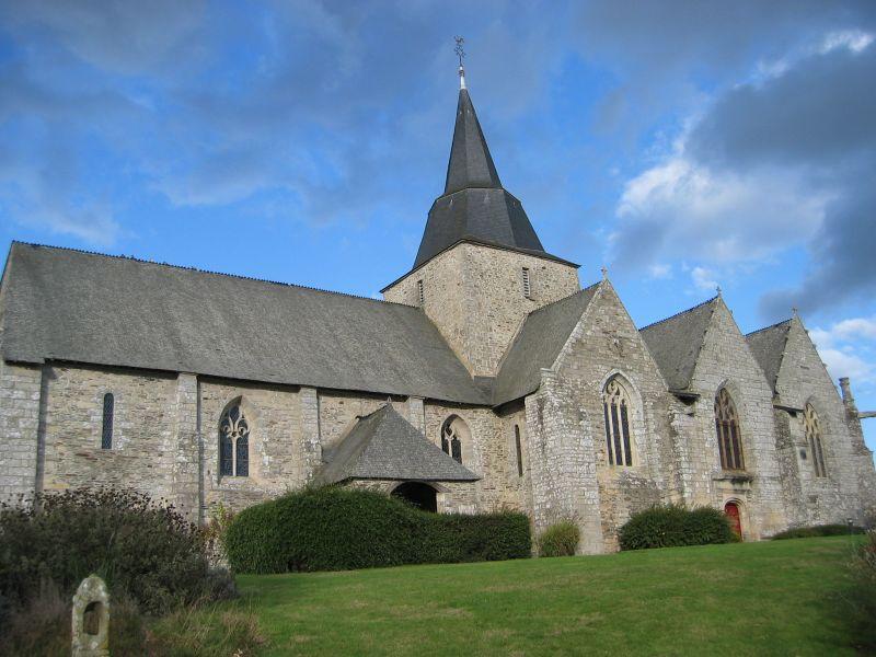Photo du Monument Historique Eglise Saint-Pierre et Saint-Paul situé à Guégon
