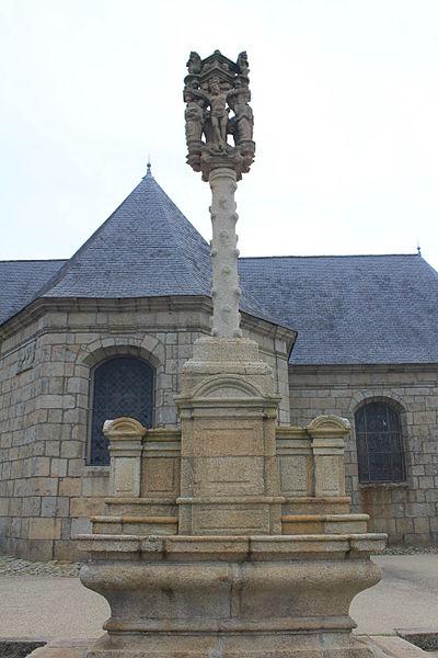 Photo du Monument Historique Cimetière entourant l'église situé à Guénin