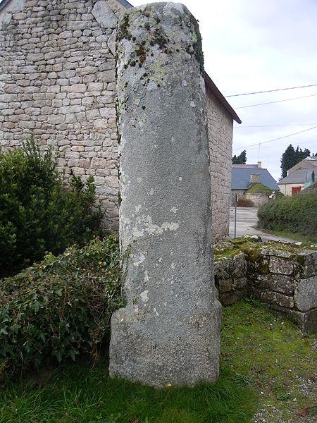 Photo du Monument Historique Calvaire et bornes milliaires de Locmeltro situé à Guern