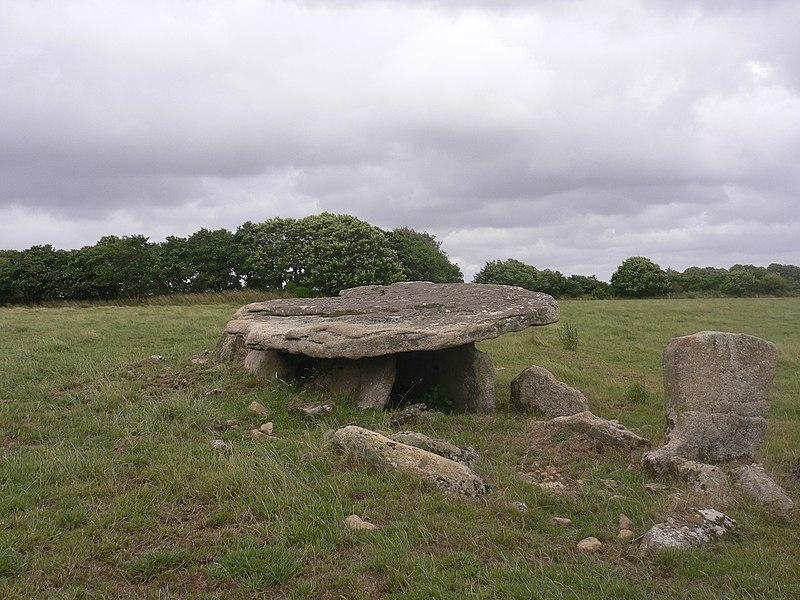 Photo du Monument Historique Dolmen situé à Guiscriff