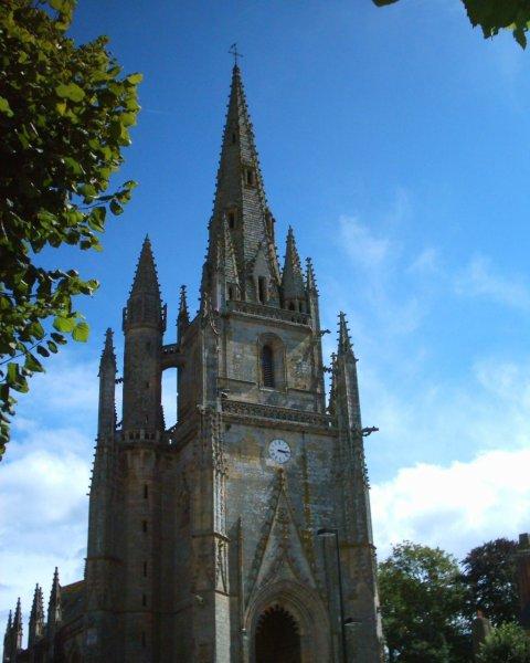 Photo du Monument Historique Eglise Notre-Dame-de-Paradis et ses abords situé à Hennebont