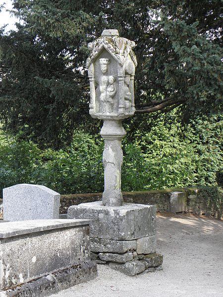 Photo du Monument Historique Cimetière de la chapelle Sainte-Croix situé à Josselin
