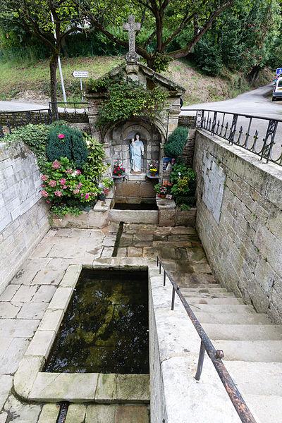 Photo du Monument Historique Fontaine de la Vierge, dite Fontaine Miraculeuse situé à Josselin