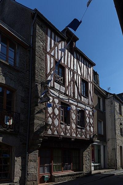 Photo du Monument Historique Maison à pans de bois situé à Josselin