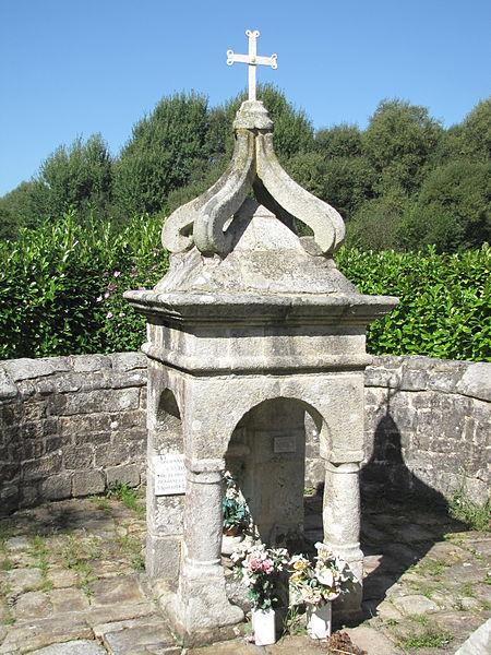 Photo du Monument Historique Fontaine Saint-Roch et son enceinte situé à Lanvaudan