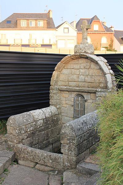 Photo du Monument Historique Fontaine Notre-Dame situé à Larmor-Plage