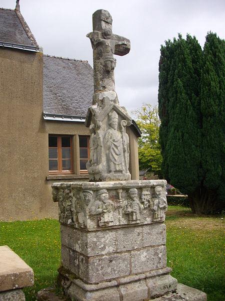 Photo du Monument Historique Cimetière situé à Larré