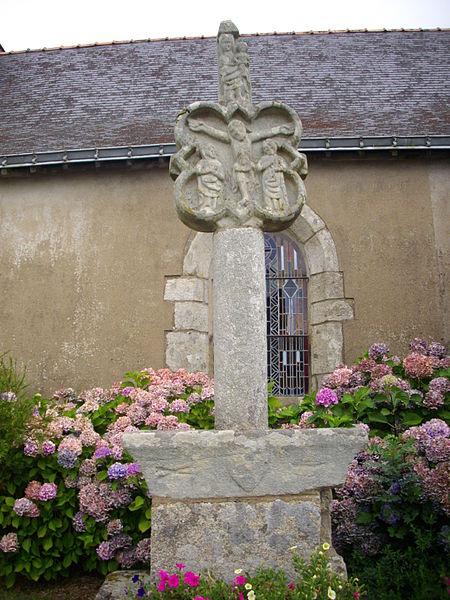 Photo du Monument Historique Croix derrière l'église situé à Larré