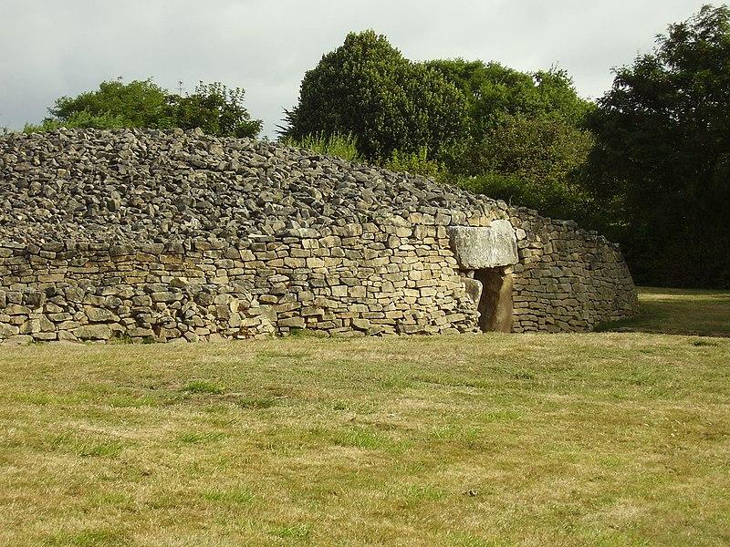Photo du Monument Historique Dolmen dit Table-des-Marchands situé à Locmariaquer