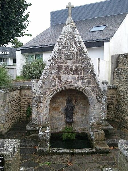 Photo du Monument Historique Fontaine Saint-Colomban situé à Locminé