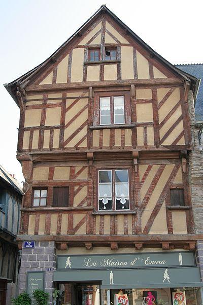 Photo du Monument Historique Maison dite du Pélican situé à Malestroit