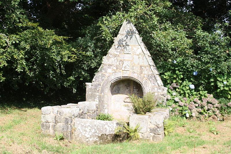 Photo du Monument Historique Fontaine Saint-Nicolas situé à Malguénac
