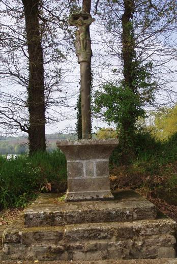 Photo du Monument Historique Croix de Kerentrech situé à Melrand