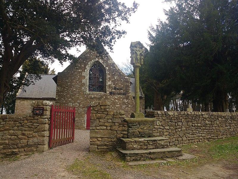 Photo du Monument Historique Croix située sur le mur d'enclos de la chapelle Saint-Barthélémy situé à Pleucadeuc
