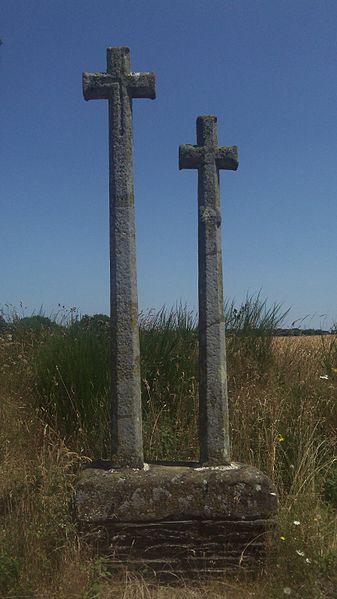 Photo du Monument Historique Deux croix monolithes à socle commun situé à Ploërmel