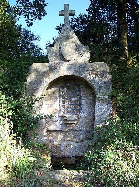 Photo du Monument Historique Fontaine Saint-Armel et son bassin situé à Ploërmel