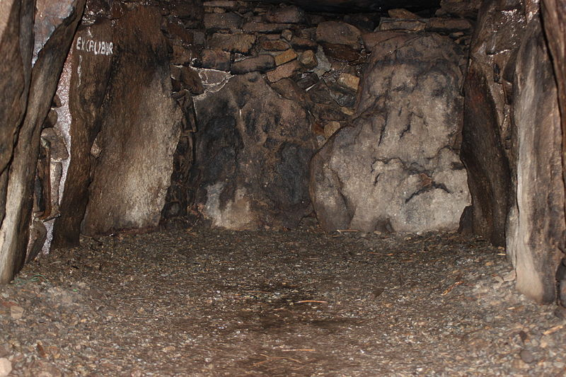 Photo du Monument Historique Six sépultures circulaires sous tertre tumulaire situé à Plougoumelen
