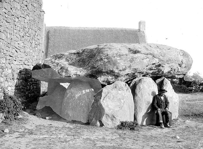 Photo du Monument Historique Dolmen de Crucuno situé à Plouharnel