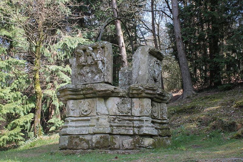 Photo du Monument Historique Puits de la Touche-Berthelot situé à Plumelec