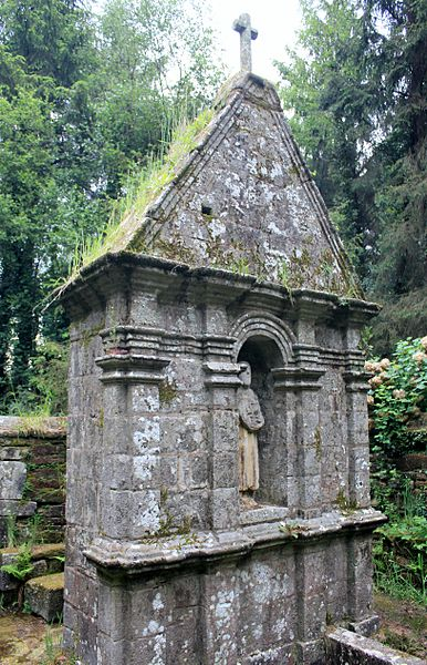 Photo du Monument Historique Fontaine de Saint-Jean-du-Poteau situé à Plumelin