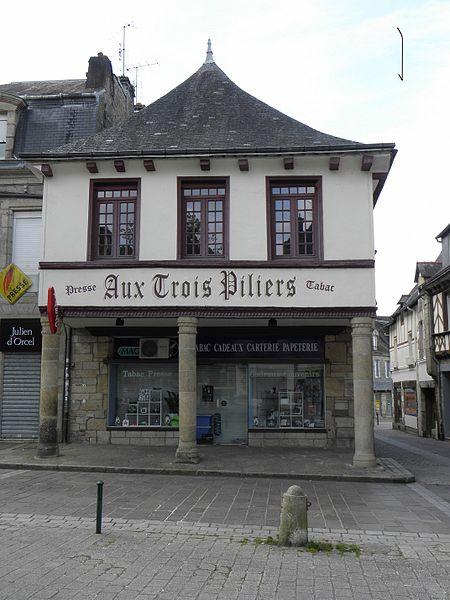 Photo du Monument Historique Maison des Trois-Piliers situé à Pontivy