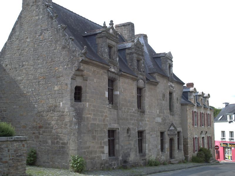 Photo du Monument Historique Ancienne maison des Princes de Rohan, actuellement mairie situé à Pont-Scorff
