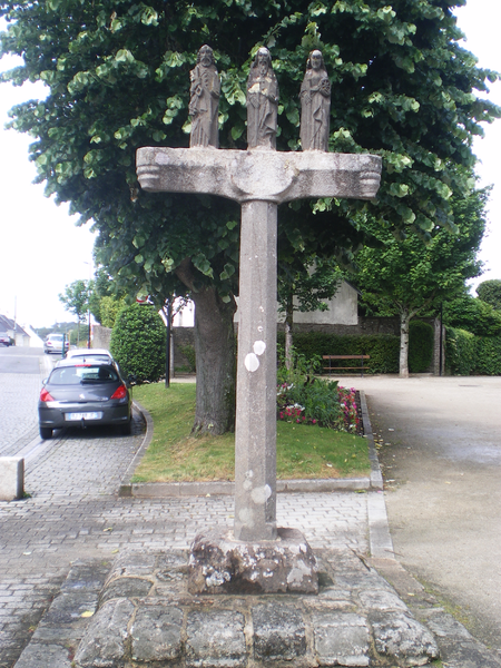 Photo du Monument Historique Ancien cimetière, au sud de l'église situé à Quéven