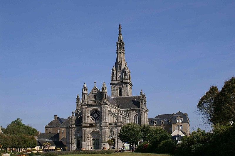 Photo du Monument Historique Site de la basilique de Sainte-Anne-d'Auray situé à Sainte-Anne-d'Auray