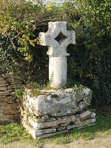 Photo du Monument Historique Croix percée situé à Sainte-Anne-d'Auray