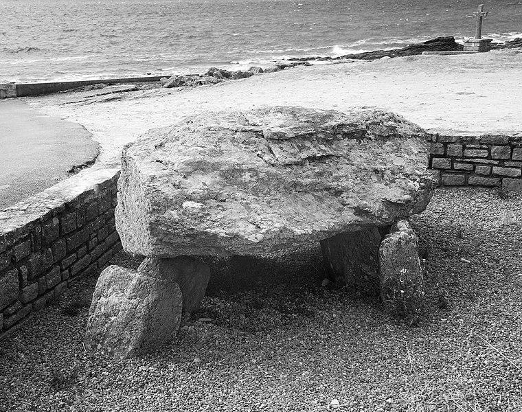 Photo du Monument Historique Dolmen situé près du port dit Port aux Moines situé à Saint-Gildas-de-Rhuys