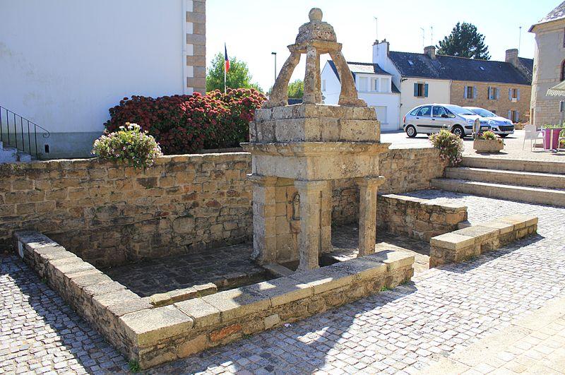 Photo du Monument Historique Fontaine du bourg situé à Sainte-Hélène